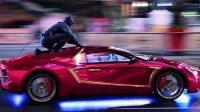 Бэтмен-Аффлек гоняется за Джокером-Лето на улицах Торонто
