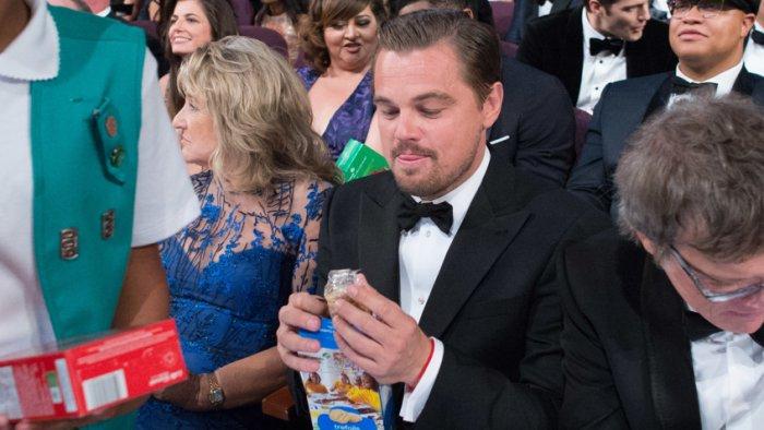 Фото с церемонии «Оскар 2016», легшее в основу многочисленных мемов