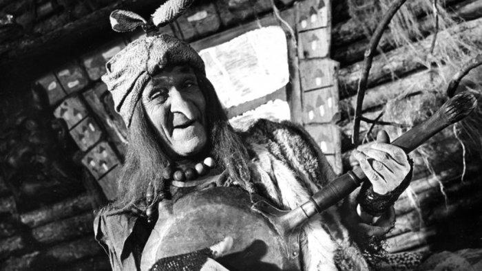 Георгий Милляр в образе Бабы-яги в фильме «Золотые рога» | Источник: Fotodom.ru