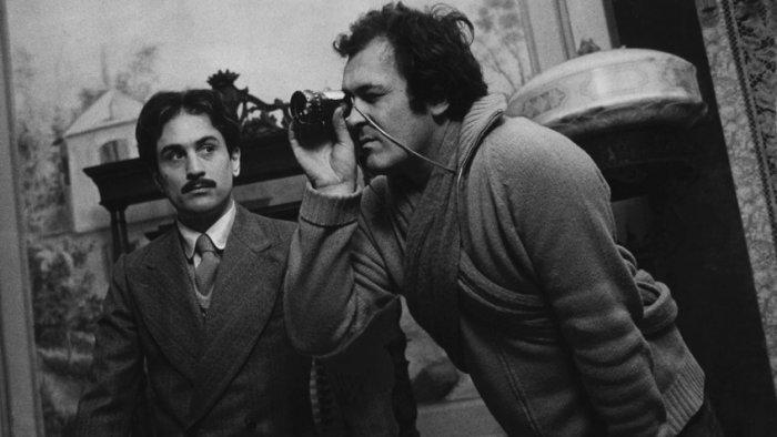 Бернардо Бертолуччи с Робертом де Ниро на съемках фильма «Двадцатый век» | Источник: Rex / Fotodom.ru