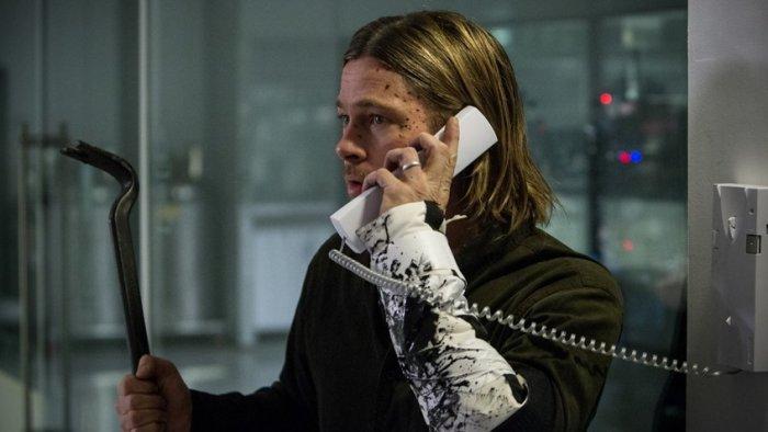 Брэд Питт в роли охотника на зомби был слишком серьезен и неубедителен
