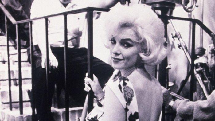 Мэрилин Монро на съемках фильма «Что-то должно случиться» | Источник: Rex / Fotodom.ru