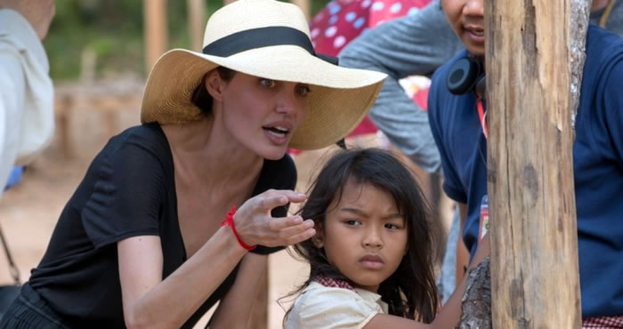 Анджелина Джоли на съемках фильма «Сначала они убили моего отца»