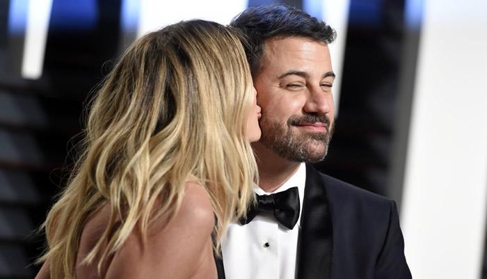 Джимми Киммел с женой Молли МакНирни на красной дорожке церемонии «Оскар 2017»