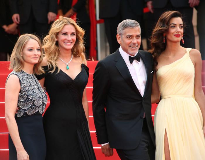 Джоди Фостер, Джулия Робертс и Джордж Клуни с супругой