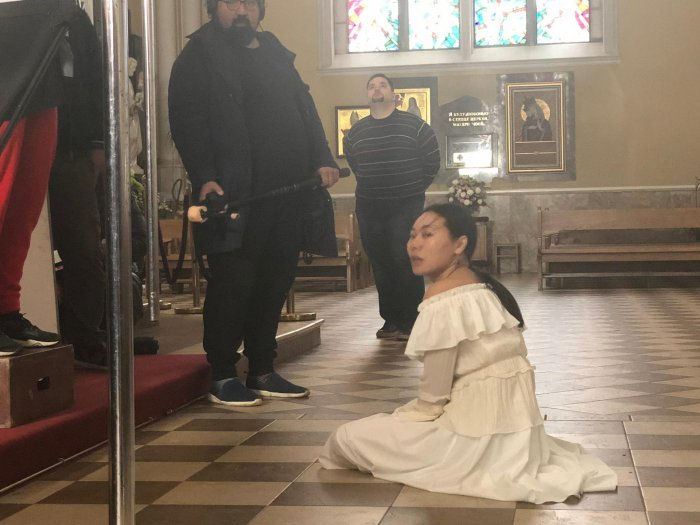 Ян Гэ: «В фильме общая тема: три цвета кожи, неважно откуда ты, сколько тебе лет. Поэтому снято на английском – языке, который типа мировой»