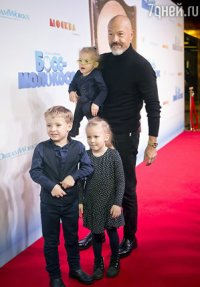 Бондарчук с Андреевой и внуками представили «Босса-молокососа»