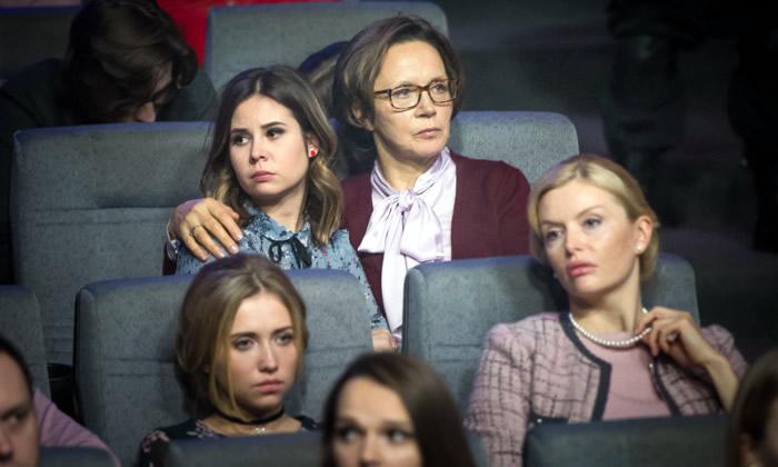 Ирина Купченко и Анна Чурина на съемках фильма «Училка 2»