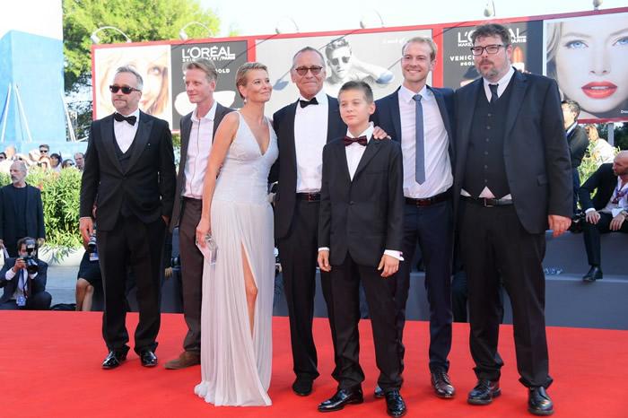 Команда фильма «Рай», в центре — Кончаловский с женой и сыном Петром