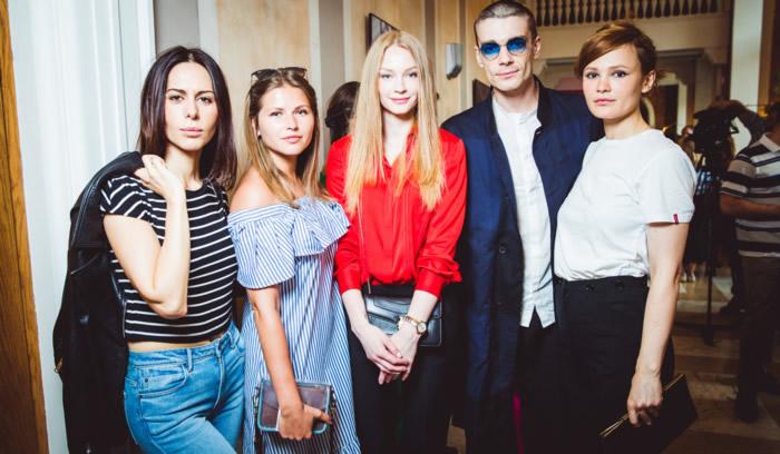 Светлана Ходченкова с гостями премьеры